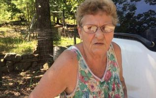 La hazaña de la señora Newby, una mujer de 72 años, se ha hecho viral a través de Facebook.