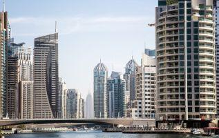 Por vender las propiedades de la inmobiliaria en una de sus oficinas de la ciudad emiratí se podrá ganar desde 98.000 dólares hasta 262.800 dólares anuales. Foto: Internet