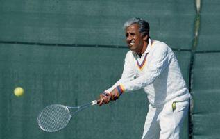 El guayaquileño es el único tenista nacional miembro del Salón de la Fama del tenis. Foto: Ecuavisa.com.