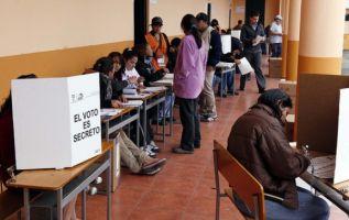 Los conteos a boca de urna se hacen el día de los comicios, en los exteriores de los recintos electorales. Foto: archivo