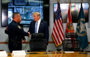 """""""Es una verdadera pena que el FBI haya omitido todas las señales enviadas por el tirador del colegio de Florida"""", afirmó Trump. Foto: Reuters"""