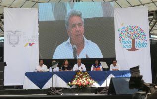 """""""Una vez más me solidarizo con los familiares del equipo periodístico del diario El Comercio y de los 4 militares caídos en cumplimiento de su deber"""", dijo Moreno."""
