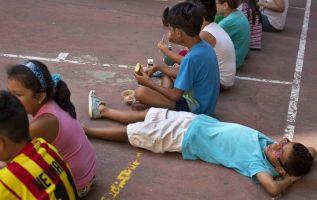 El exceso de actividades en los niños es contraproducente por el riesgo de ocasionar hiperactividad y falta de libertad para desarrollar habilidades como la creatividad o la reflexión. Foto: Reuters