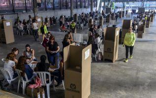 La jornada electoral se inició a las 08H00 locales (13H00 GMT) con la apertura de las mesas, que cerrarán ocho horas después. Foto: AFP
