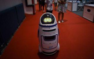 China presenta a robots médicos, profesores o guerreros. Foto: AFP - Referencial