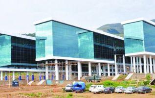 La sede se encuentra en la localidad de San Benito y cuenta con un edificio para sesiones plenarias y un centro de convenciones. Foto: Twitter