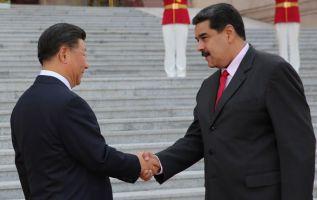 Maduro fue recibido con honores militares por el mandatario chino, Xi Jinping. Foto: AFP