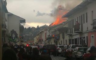 Incendio estructural en una vivienda ubicada en el Centro Histórico. Foto: Cortesía