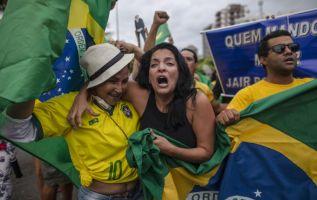 Ambos candidatos disputarán el 28 de octubre la segunda vuelta de las elecciones presidenciales de Brasil. Foto: AFP