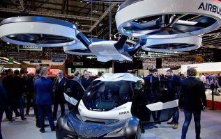 El vehículo se engancha a un drone enorme no tripulado. Foto: tvn-2.com