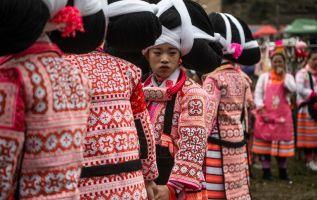 Mujeres con tocados de pelo para el Año Nuevo lunar en China. Foto: AFP