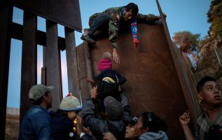 Inmigrantes en EE.UU. bajo la incertidumbre que les causa Trump. Foto: Reuters - Referencial