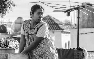 Según la OIT, hay 18 millones de trabajadores domésticos en América Latina, con un 93% de personal femenino. Foto tomada del filme 'Roma'.
