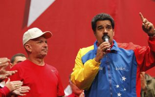 El general Hugo Carvajal Barrios junto a Nicolás Maduro. Foto: Reuters