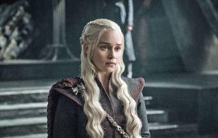 La actriz que interpreta a Daenerys Targaryenen en la popular serie reveló hoy que sufrió dos aneurismas mientras rodaba en 2011.