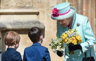 Al coincidir el cumpleaños de la monarca con el Domingo de Resurrección, Isabel II asistió a un servicio religioso. Foto: AFP.