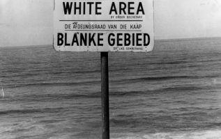 El apartheid fue el sistema de segregación racial en Sudáfrica y Namibia (mientras este último era territorio sudafricano) en vigor hasta 1992.