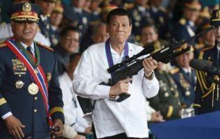 """""""Mejor saquen esa cosa o yo mismo iré allá y derramaré su desperdicios"""", advirtió el mandatario. Foto: Reuters"""
