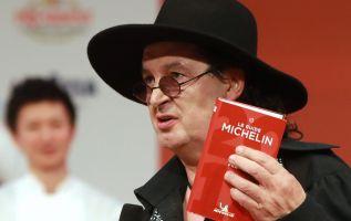 """Veyrat, reconocible por su sempiterno sombrero negro, denunció """"la profunda incompetencia"""" que según él reina en el seno de Michelin. Foto: AFP"""