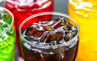 El riesgo es similar para bebidas alcohólicas o para jugos de frutas sin azúcares añadidos. Foto: Pixabay