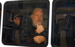 Según informes, Assange disponía de internet de alta velocidad, teléfonos y una lista especial de invitados. Foto: AFP