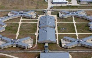 En la cárcel de Colorado ADX Florence, los reos están en aislados 23 horas al día.