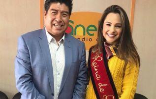 El alcalde de Quito, Jorge Yunda, junto a la actual Reina de Quito, Daniela Almeida.