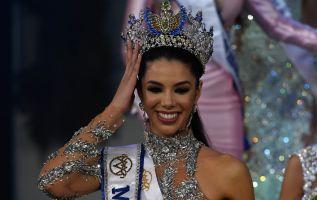 La joven de 19 años, estudiante de mercadeo, fue premiada este jueves en un certamen modesto. Foto: AFP
