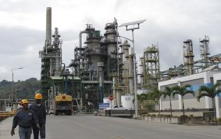 La Refinería Esmeraldas produce combustibles como gasolinas, diésel, jet fuel, GLP, entre otros.