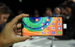 El nuevo teléfono de Huawei ofrece una autonomía de 9,2 horas de utilización continua en 5G, un cuádruple módulo foto y será propuesto en 6 colores. Foto: AFP