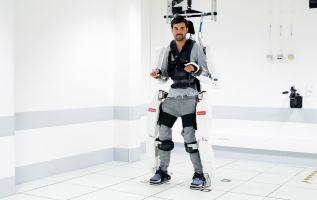 El profesor resaltó que su investigación gira en torno al 'hombre reparado' y no al 'hombre aumentado'. Foto: AFP.