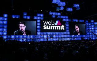 Snowden, que está exiliado en Rusia, participó en el congreso tecnológico a través de una videoconferencia. Foto: AFP.