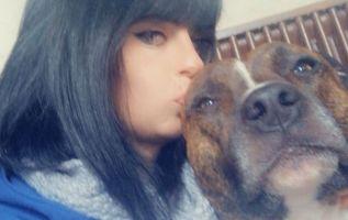 Elisa Pilarski de 29 años fue atacada por una jauría de perros que participaban en una caza de ciervos. Foto: Facebook.