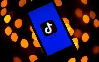La plataforma TikTok permite a los usuarios publicar videos cortos de sí mismos. Foto: AFP