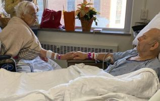 Corinne Johnson de 87 años falleció el pasado 24 de noviembre, y su esposo Robert Johnson murió un día después a los 85 años.