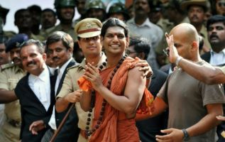 Nithyananda enfrenta cargos de secuestro y violación, es buscado por la Policía del estado indio Gujarat. Foto: AFP.