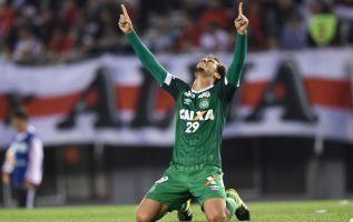 El defensa brasileño Neto, uno de los tres jugadores que sobrevivieron al accidente aéreo que diezmó al Chapecoense a finales de 2016, anunció su retiro del fútbol profesional. Foto: AFP.