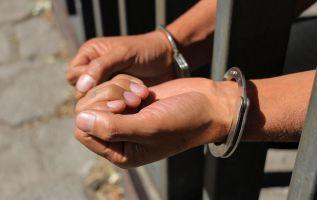 El servidor policial fue procesado por presunto delito de concusión.