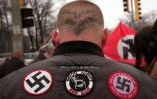 """""""Hitler tenía razón"""" y """"KKK"""", escribió el hombre con sangre de la víctima."""
