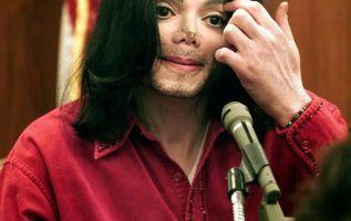 Michael Jackson tenía el cuerpo lacerado por las cirugías estéticas y por pinchazos de inyecciones. Foto: AFP.