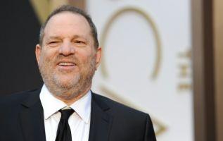 El productor de cine Harvey Weinstein contrató a un asesor de presos antes de ser declarado culpable este lunes. Foto: AFP.