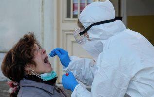 La carga vírica en la faringe se reduce notablemente tras la primera semana de enfermedad. Foto: EFE.
