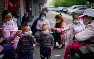 Los niños tienen la misma posibilidad que los adultos de contagiarse con el virus. Foto: Reuters.
