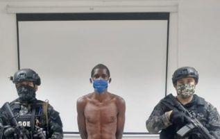 Julián también está involucrado en el atentado con explosivos contra un cuartel militar de San Lorenzo.