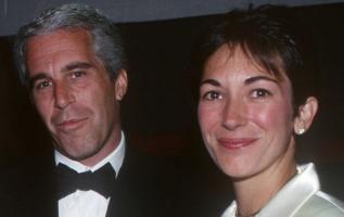 Jeffrey Epstein y Ghislaine Maxwell en un evento en Nueva York, 16 de mayo de 1995.