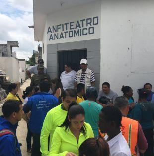 ECUADOR.- Los cuerpos fueron trasladados a la morgue de Milagro y los 18 heridos, a distintas casas de salud en Milagro y Guayaquil. Foto: Ecuavisa