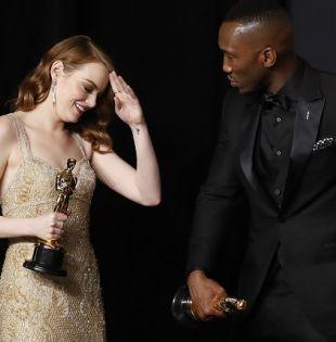 La ganadora del premio Óscar a Mejor Actriz Emma Stone fue grabada llorando tras bastidores luego de recibir su premio. Foto: Reuters
