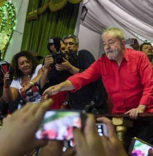 Esta gira de tres semanas con la que recorrerá 28 ciudades es también un retorno a las raíces del exmandatario, quien nació en Pernambuco. Foto: AFP