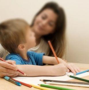 La niñera –o el niñero– cuidará de cuatro niños de dos, cinco, siete y 15 años de edad. Foto referencial