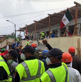 Trabajan contrarreloj para encontrar con vida a los al menos 30 niños -según cifras oficiales- que siguen desaparecidos. Foto: Reuters